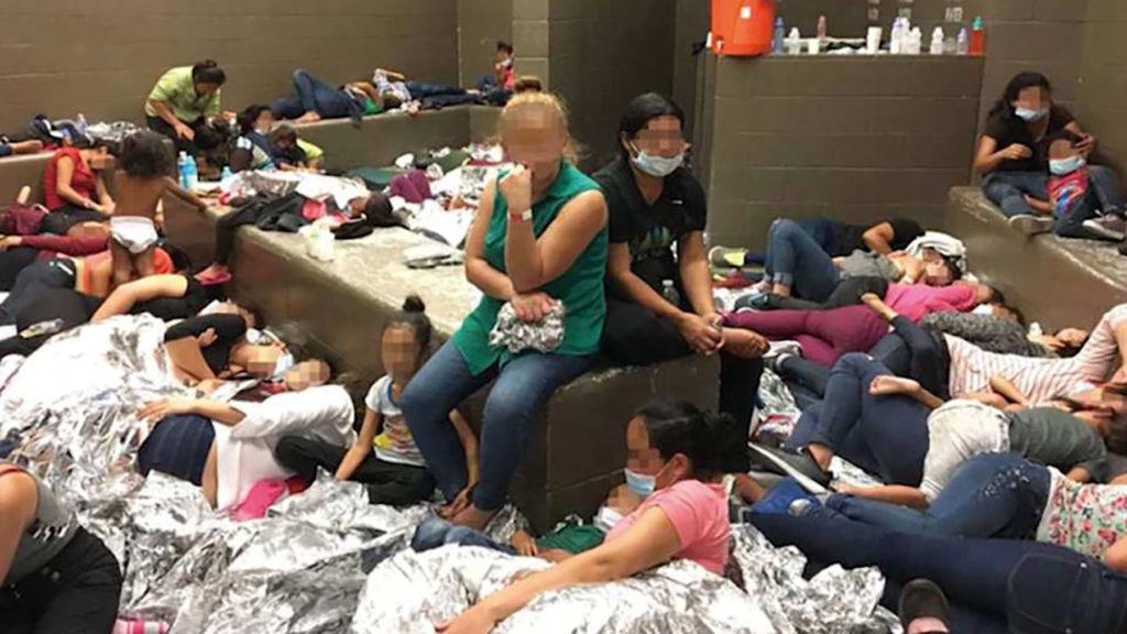 미국 이주민 구금시설 [출처: DemocracyNow!]